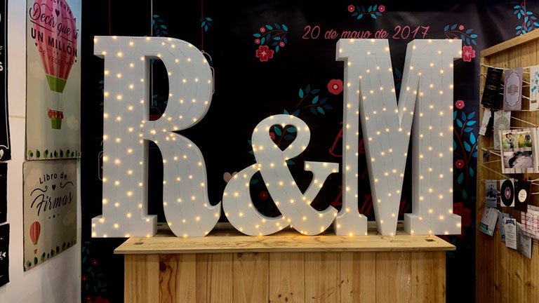 letras con bombillas boda